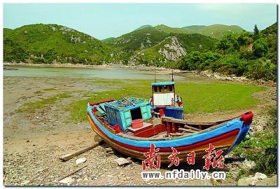 在yuyu看来,一个人旅行的快乐,是在长途的巴士上看风景,耳机里有黄