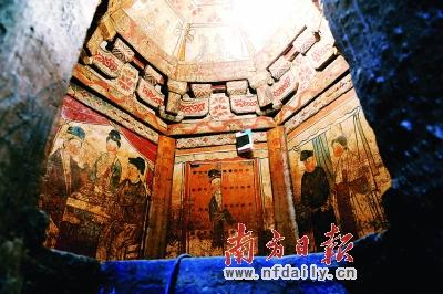 专家认为,这一墓葬结构完整,满室彩绘,壁画内容丰富,是当时现实