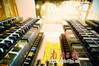 该中心包括18万平方米商业综合体(卧龙广场),4万平方米星级酒店及开业