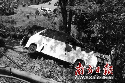 泰普吉岛车祸致3中国游客遇难