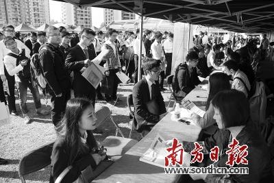 广州招聘会_广州大学纺织服装学院举办毕业生招聘会