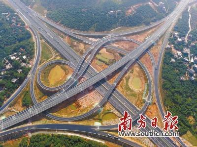 包茂高速由南向北串联茂名,穿越19个镇.南方日报记者    -广东 县县