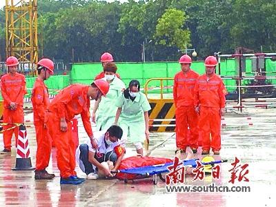 市水务局成功举办了塔吊事故应急演练.