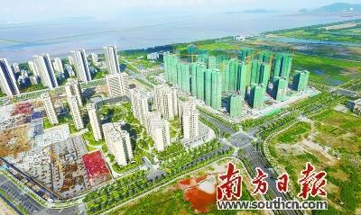 打造与东部城区不一样的城市景观风貌,沿水体的建筑必须退让距离,沿山