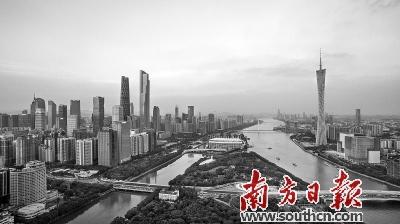 作为中国经济开放度最高的城市之一,拥抱创新驱动是广州的坚定选择。 南方日报记者 肖雄 摄   6日,广州市供给侧结构性改革工作推进会召开。广州特色的供给侧结构性改革重点瞄准降成本、补短板,同时积极稳妥推进去产能、去库存、去杠杆。如何通过扩大有效供给、提高全要素生产率,达成改革目标,是当前经济形势对广州出的一道思考题。   如何推进供给侧结构性改革?作为中国经济开放度最高的城市之一,拥抱创新驱动是广州的坚定选择。在三大枢纽和枢纽型网络城市的支撑下,广州要依靠科技进步,破题有效需求供给不足;要通过
