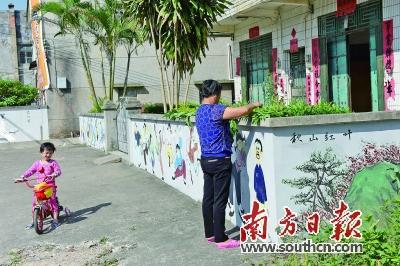艺术墙绘扮靓新农村