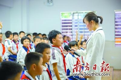 """一起学习""""营养金字塔""""  11月22日,莞城中心小学分校开展了""""健康早餐"""