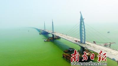 港珠澳大桥即将通车,为珠海建设珠西交通枢纽奠定更好的基础.南方