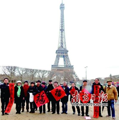 在法国巴黎的埃菲尔铁塔