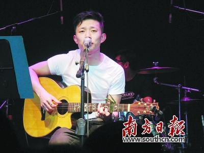 """南方日报记者 周豫 实习生 苏桂娥  1 民谣歌手都爱为城市写歌  """"成"""