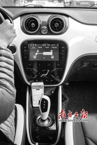 可以直接控制导航,开关空调,收音机等电子设施,可以声控智能导航系统