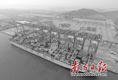 青岛港40万吨矿石码头,宁波舟山港45万吨原油码头,广州港南沙集装箱