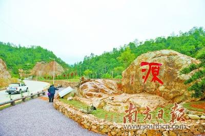 河头镇是平远县饮用水源地,在推进新农村建设过程中,十分注重