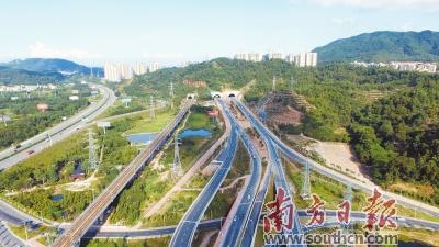 近年来,中山通过城际轨道,高速路,干线公路,港口等方面的建设