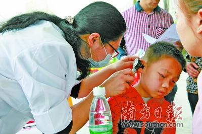 家长不要给小朋友掏耳朵     陈翠芳提醒,婴幼儿要特别注意防止