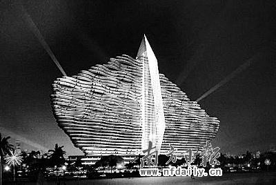 由今典集团投资建设的中国首家七星级标准酒店———红树林费尔蒙
