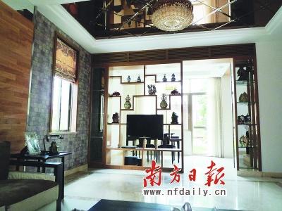 木格栅的见空设计,这样设计虽然保持了中式古典风格