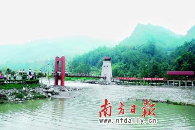 汶川三江乡在建aaaa级风景区内,惠州援建的索桥具有浓郁的藏族风格.