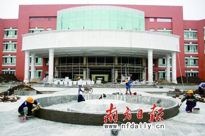广东同江医院将建成园林式医院,预计明年3月左右竣工.南方日报记